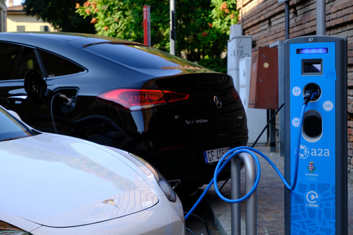 Car charging. Electric car charging. Stock photos. - MyVideoimage.com | Foto stock & Video footage