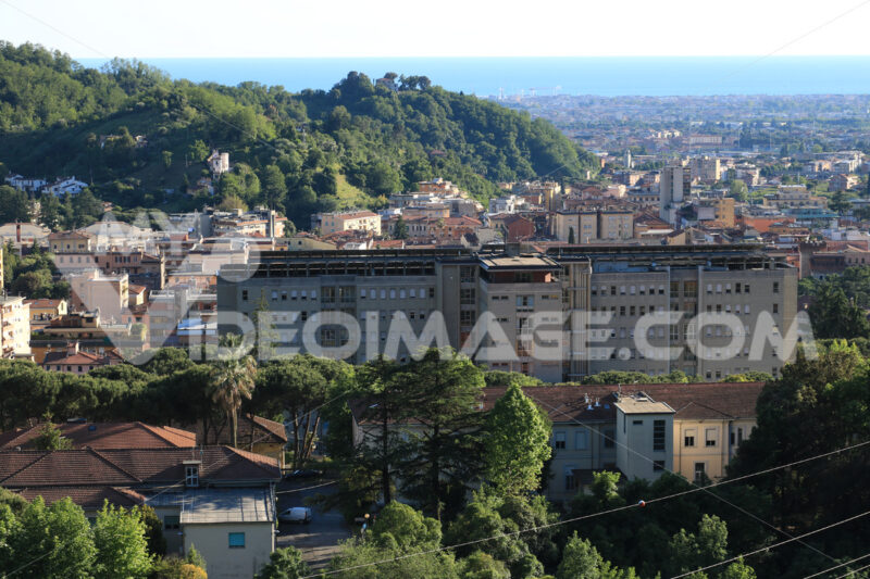 Carrara Panorama. Panoramic view of the city of Carrara, at the foot of the Apuan - MyVideoimage.com | Foto stock & Video footage