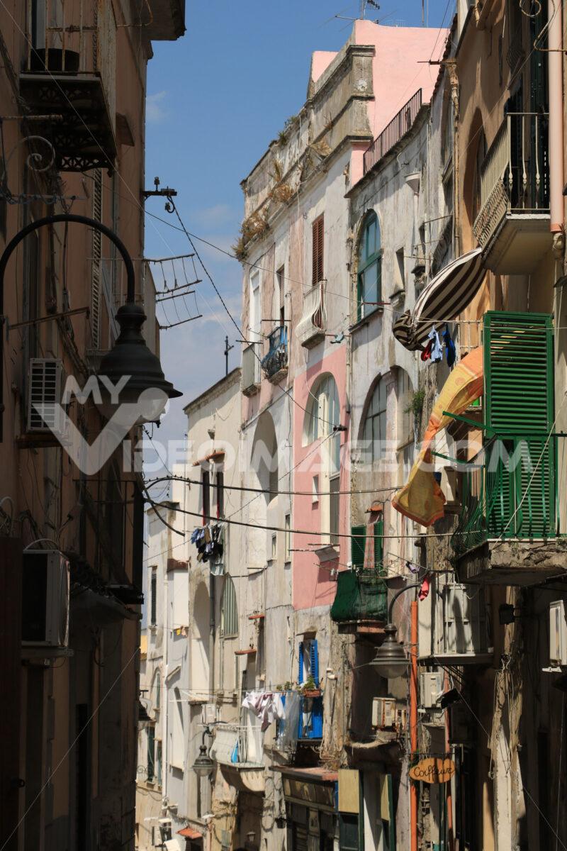 Case di pescatori. Foto Procida. Village of Procida, Mediterranean Sea, near Naples. The characte - MyVideoimage.com | Foto stock & Video footage