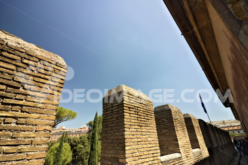Castel Sant'Angelo, battlements of the walls. - MyVideoimage.com