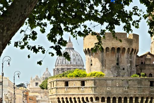 Castel Santangelo. Roma. Alberi.  Foto stock royalty free. Roma foto. - LEphotoart.com