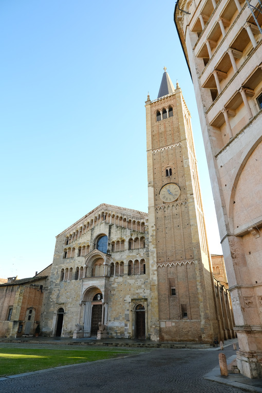 Cathedral, bell tower and baptistery of Parma. The buildings are of medieval origin and are built of stone and red Verona marble. - MyVideoimage.com