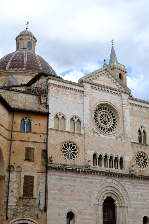 Cathedral of San Feliciano in Foligno with historic buildings. The Romanesque church with stone facades in Piazza della Repubblica. - MyVideoimage.com