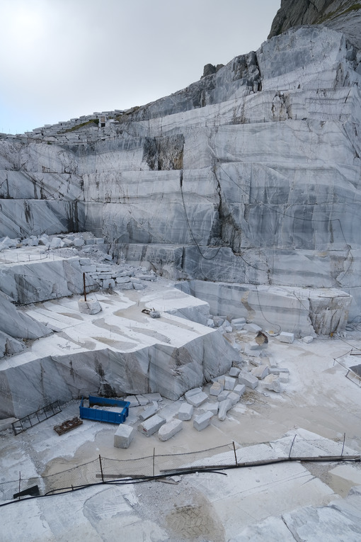 Cava di marmo. White marble quarries on the Apuan Alps in Tuscany. Foto stock royalty free. - MyVideoimage.com | Foto stock & Video footage