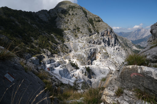 Cave Monte Altissimo. Marble quarries under Monte Altissimo in the Apuan Alps (Lucca). - MyVideoimage.com | Foto stock & Video footage