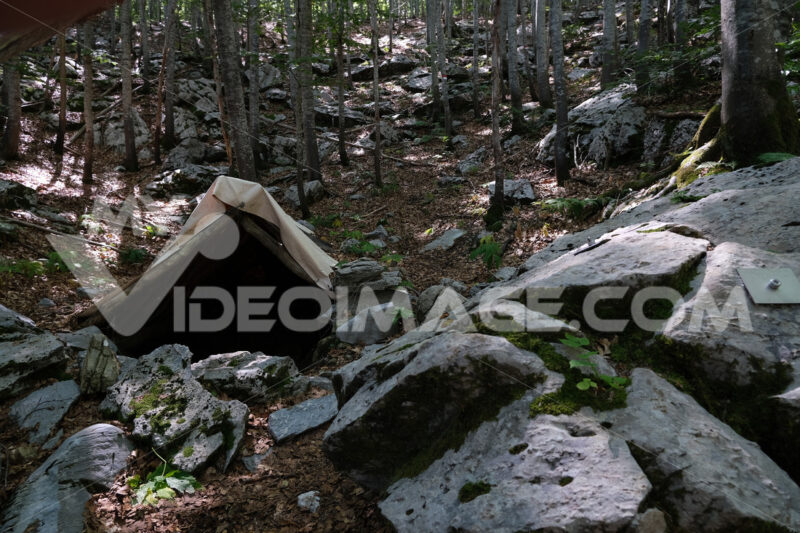 Cave door. Entrance to a cave in the Apuan Alps. Stock photos. - MyVideoimage.com | Foto stock & Video footage