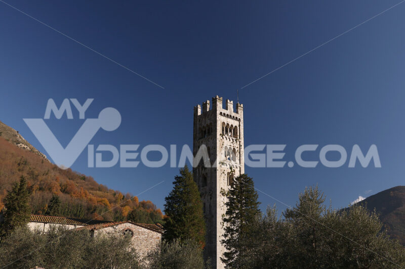 Chiesa medioevale. Church of Santa Maria Assunta, Diecimo, Lucca, Tuscany, Italy. - MyVideoimage.com | Foto stock & Video footage