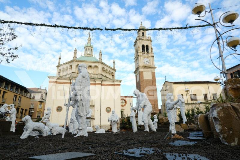 Christmas nativity scene with life-size statues in white chalk. Sanctuary Church of Santa Maria di Piazza in Busto Arsizio. Foto Busto Arsizio photo
