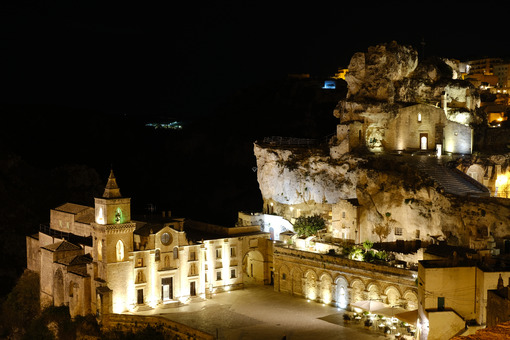 Church of San Pietro Caveoso in Matera. Above, the Rock Church of Santa Maria di Idris. Night view. Matera foto - LEphotoart.com