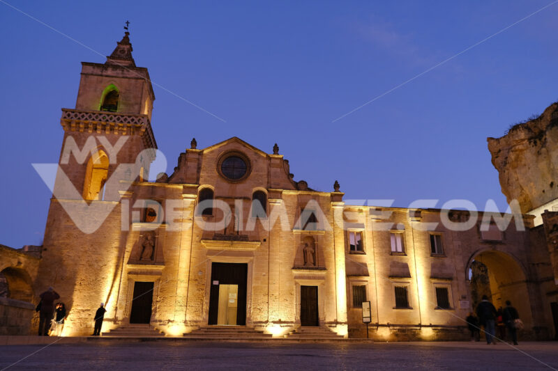 Church of San Pietro Caveoso with night lighting. Facade built with tuff blocks. Matera foto - LEphotoart.com