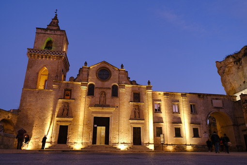 Church of San Pietro Caveoso with night lighting. Facade built with tuff blocks. Matera foto - LEphotoart.com