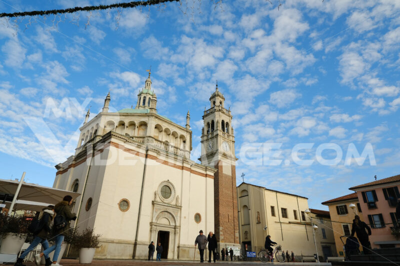 Church with a central plan and bell tower. Mannerist period. Blue sky with clouds. - MyVideoimage.com
