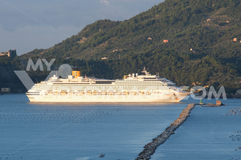 Cinque Terre cruise. Cruise ship Costa Fascinosa sails in the Gulf of La Spezia. Stock photos. - MyVideoimage.com | Foto stock & Video footage