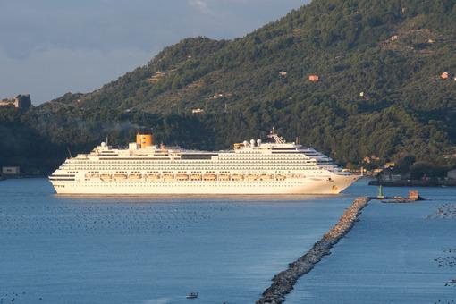 Cinque Terre cruise. Cruise ship Costa Fascinosa sails in the Gulf of La Spezia. Stock photos. - MyVideoimage.com | Foto stock & Video footage