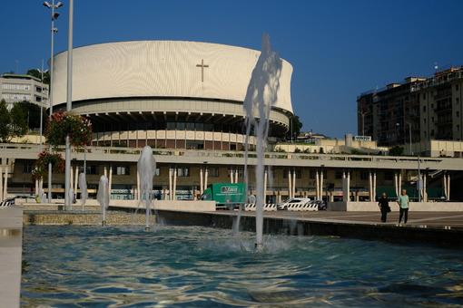 Circular church in La Spezia. Fountain and Cathedral in La Spezia. Stock photos. - MyVideoimage.com | Foto stock & Video footage