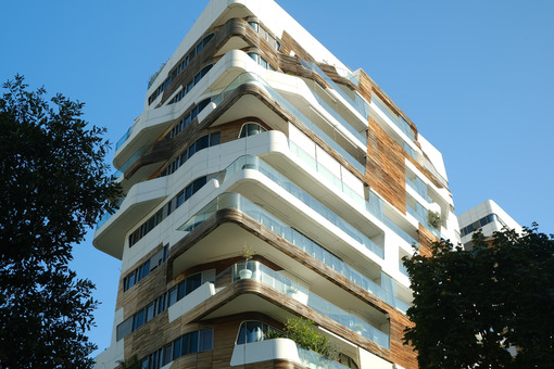 CityLife Milan Residential Complex. Palaces designed by Zaha Hadid and surrounded by green gardens. - MyVideoimage.com