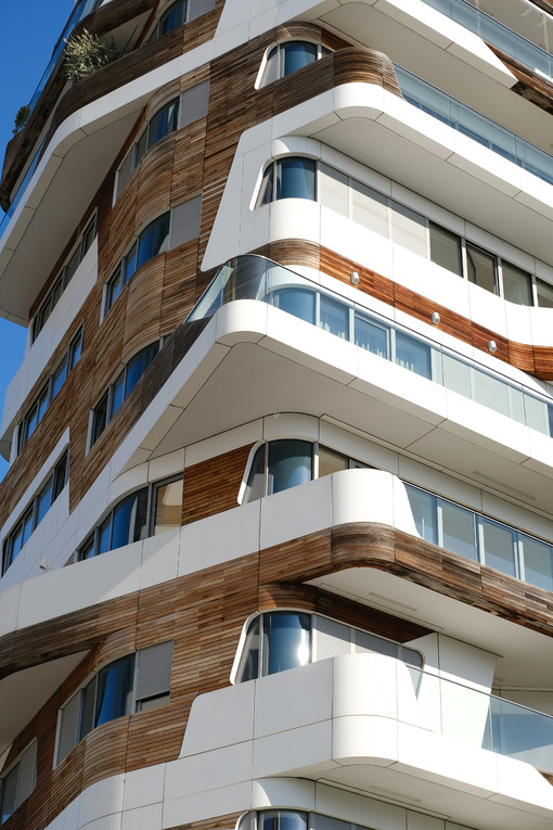 CityLife Milan Residential Complex. Palaces designed by Zaha Hadid and surrounded by green gardens. Città italiane. Italian cities.