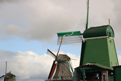 Clean energy. Windmills of Zaanse Schans, near Amsterdam. The structures were - MyVideoimage.com | Foto stock & Video footage