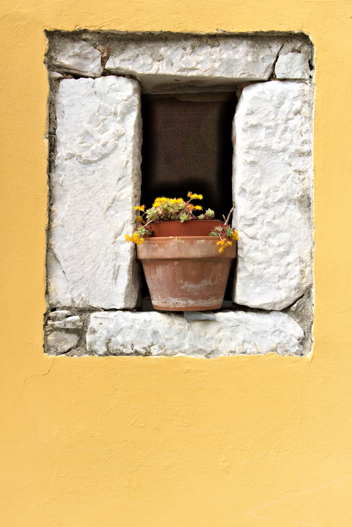Colonnata, Carrara, Tuscany. Detail of window and walls with marble. Photo stock royalty free. - LEphotoart.com