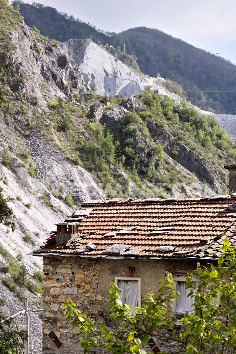 Colonnata Tuscany. Ancient houses of the country of Colonnata near the white marble quarries.  The village, famous for its lard, is located in a valley of the Apuan Alps. Tuscany. - MyVideoimage.com | Foto stock & Video footage