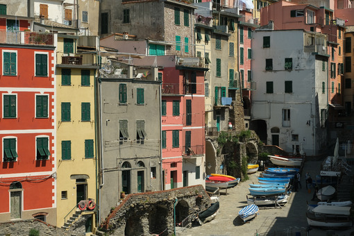 Colored houses in the Riomaggiore square in the Cinque Terre. Boats are parked in the town square during the Coronavirus period. Royalty free photos. - MyVideoimage.com