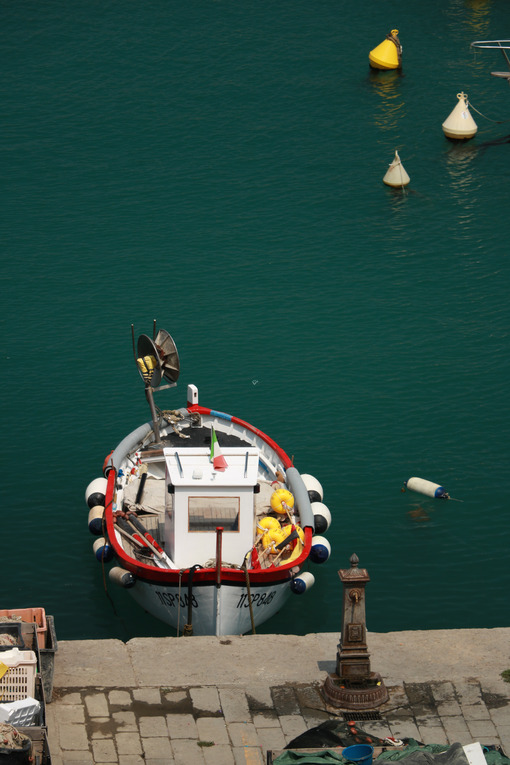 Colorful fishing boat moored at the harbor. View from above. Foto con sfondo mare. - MyVideoimage.com