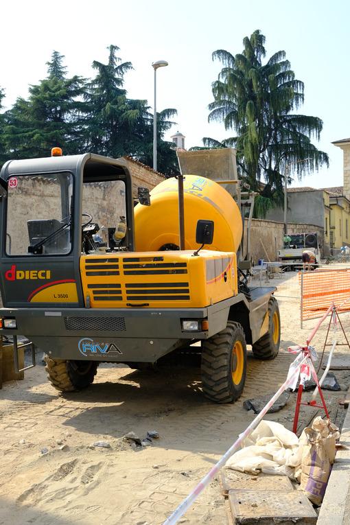 Concrete mixer on a construction site. - MyVideoimage.com | Foto stock & Video footage
