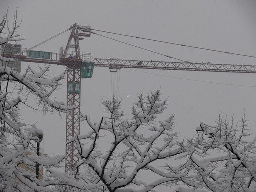 Construction crane and trees under the snow. - MyVideoimage.com