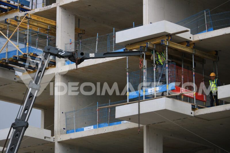Construction of a building with reinforced concrete walls. Gru. Cantieri edili. - MyVideoimage.com
