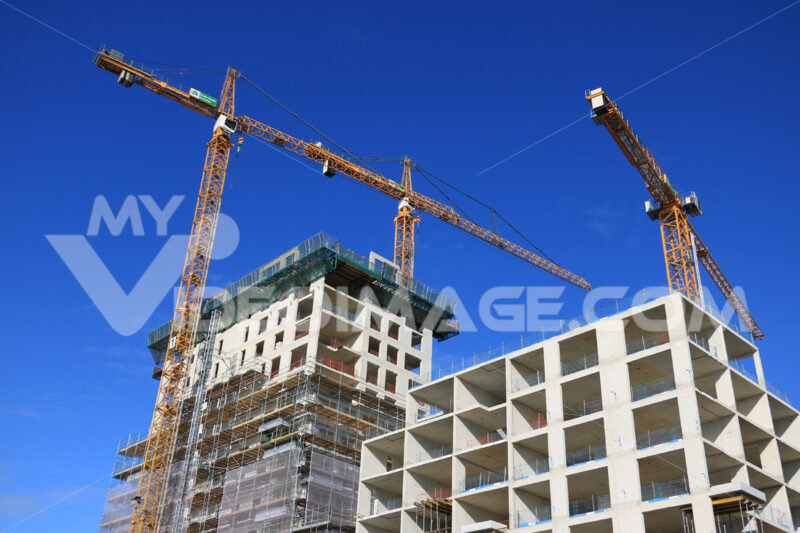 Construction site with cranes in Amsterdam. Cantieri edili. - LEphotoart.com