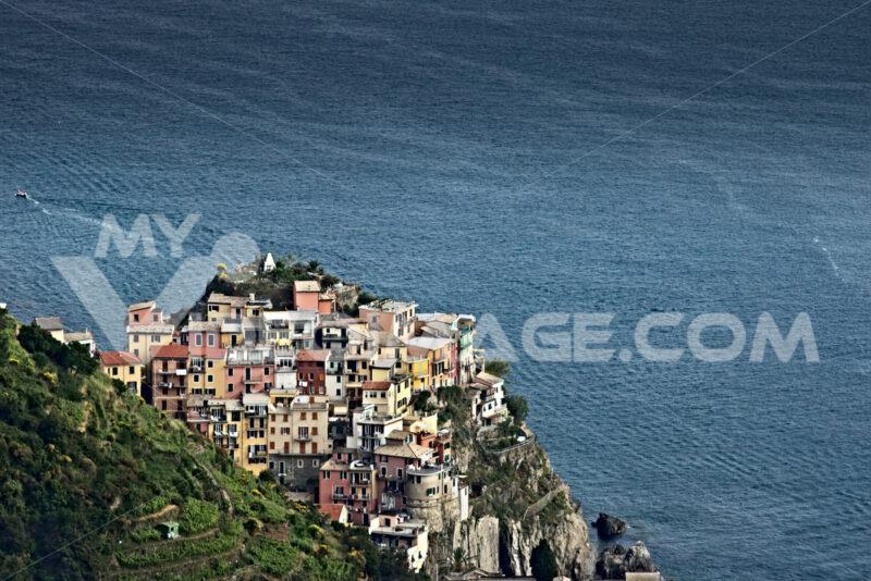 Corniglia to the Cinque Terre. Seascape at sunset time. Foto mare. - LEphotoart.com