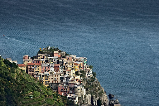 Corniglia to the Cinque Terre. Seascape at sunset time. Foto mare. - LEphotoart.com