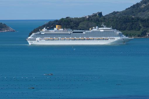 Costa Fascinosa in crociera a La Spezia. Costa Fascinosa cruise ship. Foto stock royalty free. - MyVideoimage.com | Foto stock & Video footage