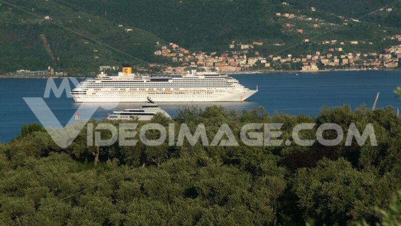 Costa fascinosa cruise ship. Costa Fascinosa cruise ships in the port of La Spezia. Stock photos. - MyVideoimage.com | Foto stock & Video footage