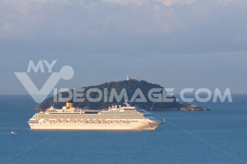 Costa fascinosa cruise ship. Cruise ship Costa Fascinosa sails in the Gulf of La Spezia. Stock photos. - MyVideoimage.com | Foto stock & Video footage