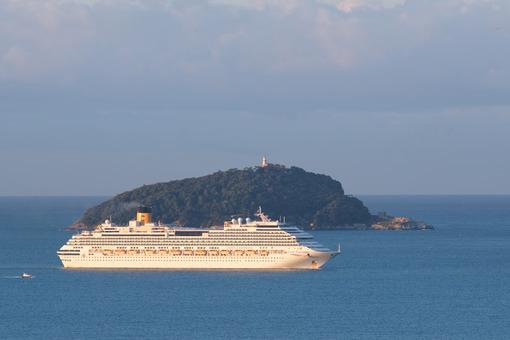 Costa fascinosa cruise ship. Cruise ship Costa Fascinosa sails in the Gulf of La Spezia. Stock photos. - MyVideoimage.com | Foto stock & Video footage
