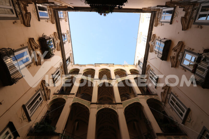 Courtyard of an ancient palace in the historic center of Naples. - MyVideoimage.com
