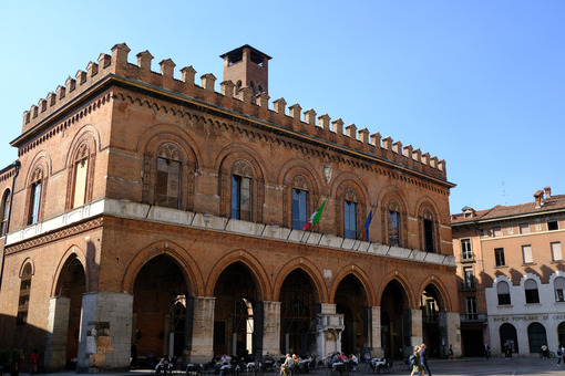 Cremona town hall from the medieval period. - MyVideoimage.com | Foto stock & Video footage