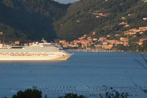 Cruise ship Costa Fascinosa sails in the Gulf of La Spezia. - MyVideoimage.com | Foto stock & Video footage