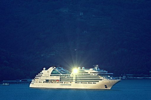 Cruise ship Seabourn Encore moored in the Gulf of La Spezia. Navi - LEphotoart.com