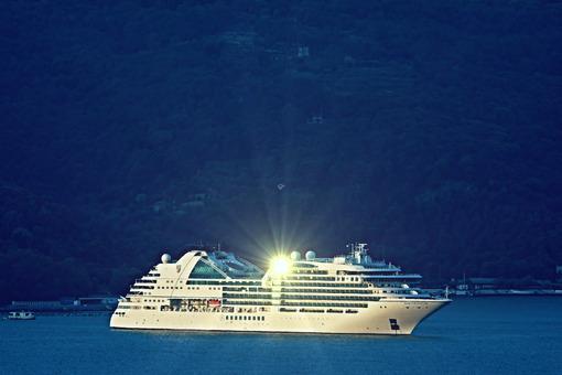 Cruise ship Seabourn Encore moored in the Gulf of La Spezia. Navi - LEphotoart.com