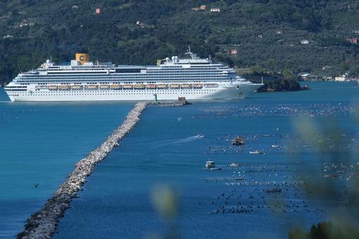 Cruise ship in La Spezia. Costa Fascinosa cruise ship. Stock photos. - MyVideoimage.com | Foto stock & Video footage