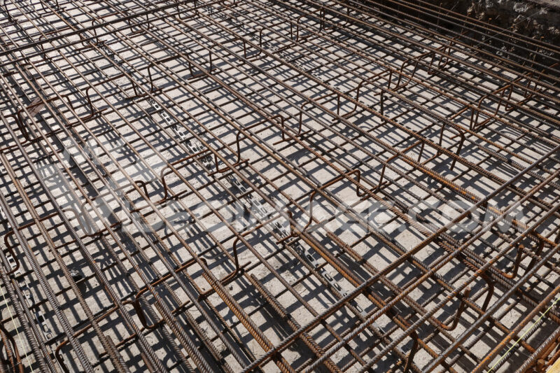 Dense texture of steel rods of a reinforced concrete foundation. Construction site. - LEphotoart.com