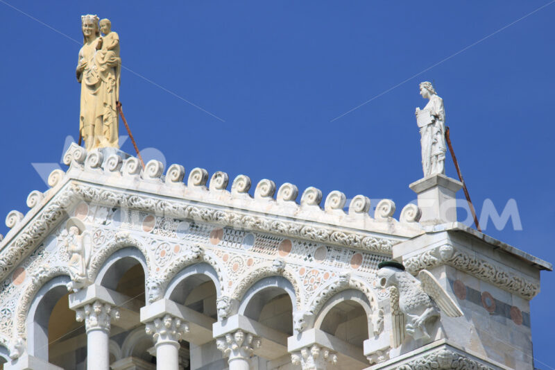 Detail of the facade of the Duomo of Pisa with sculptures. The cathedral is built in white marble. - MyVideoimage.com