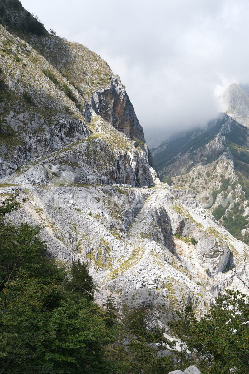 Dirt road in a marble quarry. Ancient dirt road in the marble quarries on the Apuan mountains. Stock photos. - MyVideoimage.com | Foto stock & Video footage