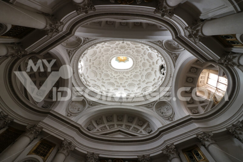 Dome of the baroque church of San Carlino at the four fountains. Designed by Francesco Borromini. Photo stock - LEphotoart.com