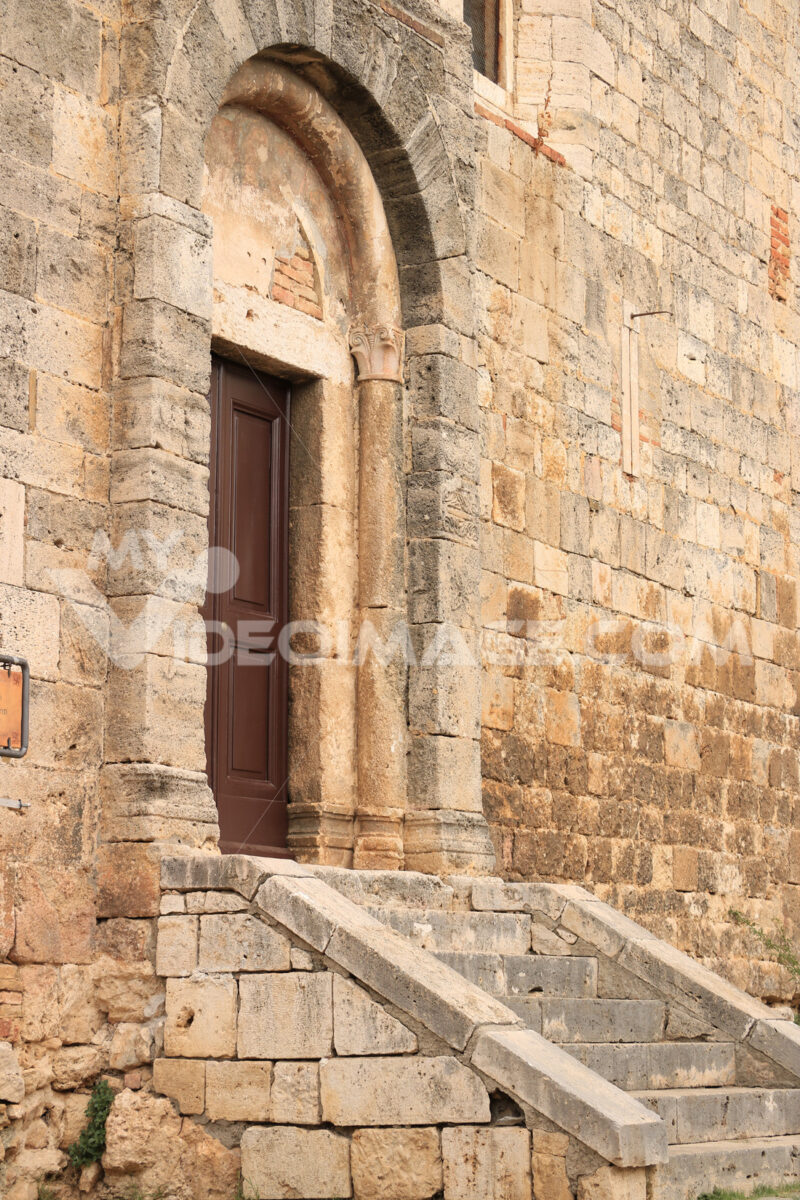 Door of the Romanesque church of Magliano in Toscana. Stairs, st - MyVideoimage.com