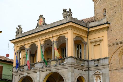 Duomo di Lodi. Neoclassical Palazzo del Broletto. Foto stock royalty free. - MyVideoimage.com | Foto stock & Video footage
