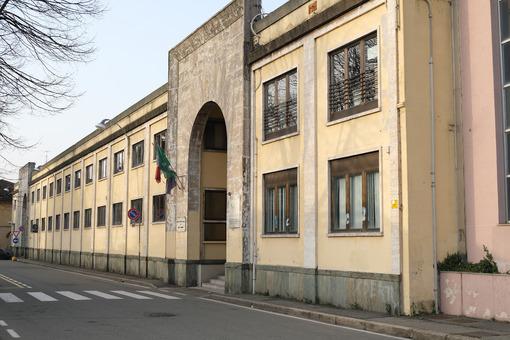Edificio scolastico. Old building where today part of the Art School of Busto Arsizio is located. - MyVideoimage.com   Foto stock & Video footage