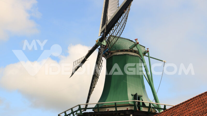 Energie alternative. Windmills of Zaanse Schans, near Amsterdam. The structures were - MyVideoimage.com | Foto stock & Video footage